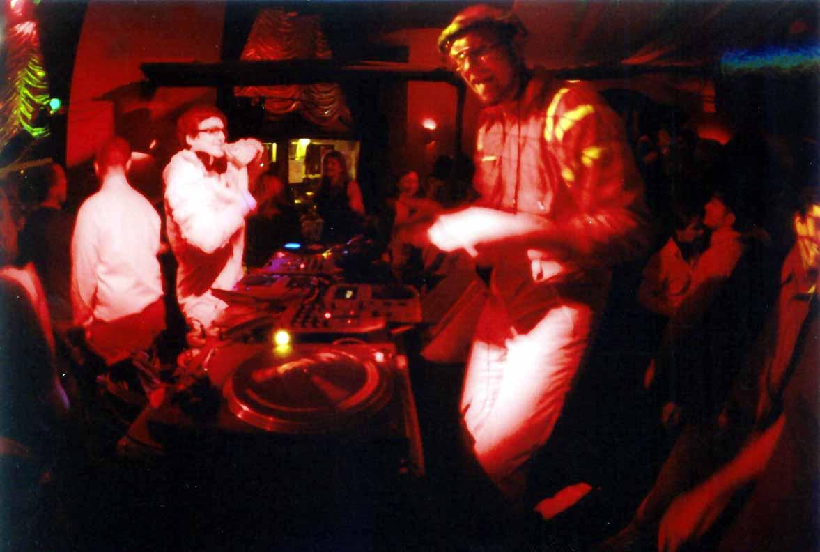 Goście z Galaktyki Arkana - Papa Zura i Cpt. Sparky. Klub Organza 2004 rok.