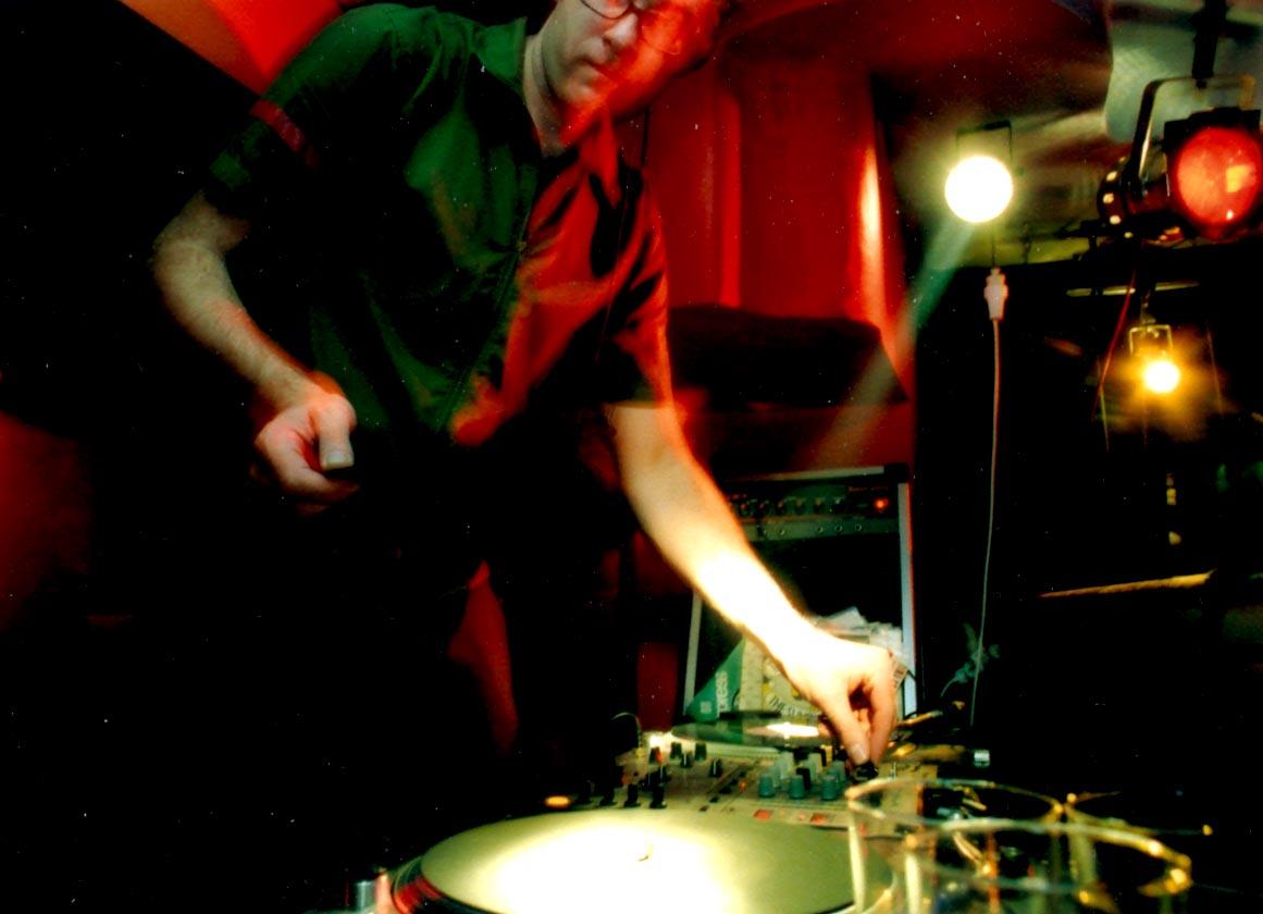 """Cpt. Sparky - Impreza """"Atak Robotów"""" w klubie Orgazna 2002."""